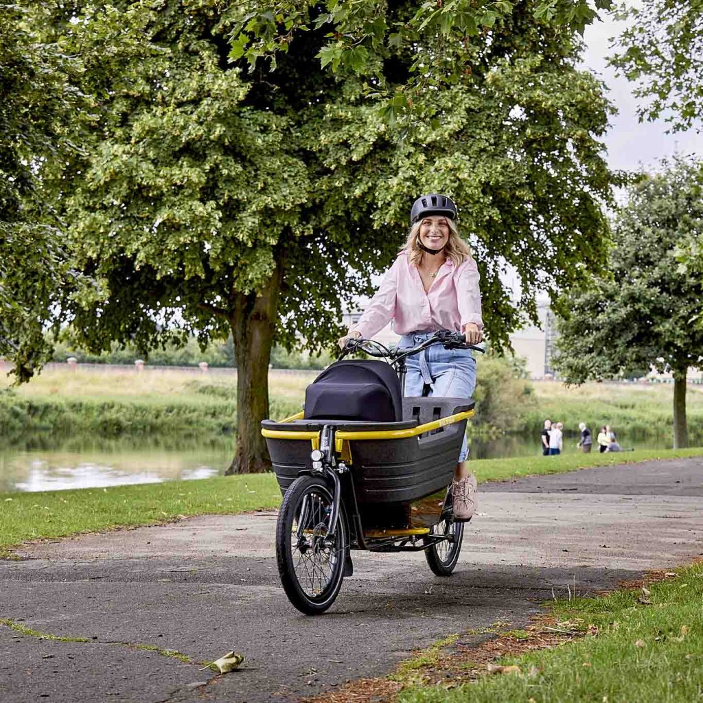 Raleigh Stride 2 E Cargo Bike Lifestyle 02
